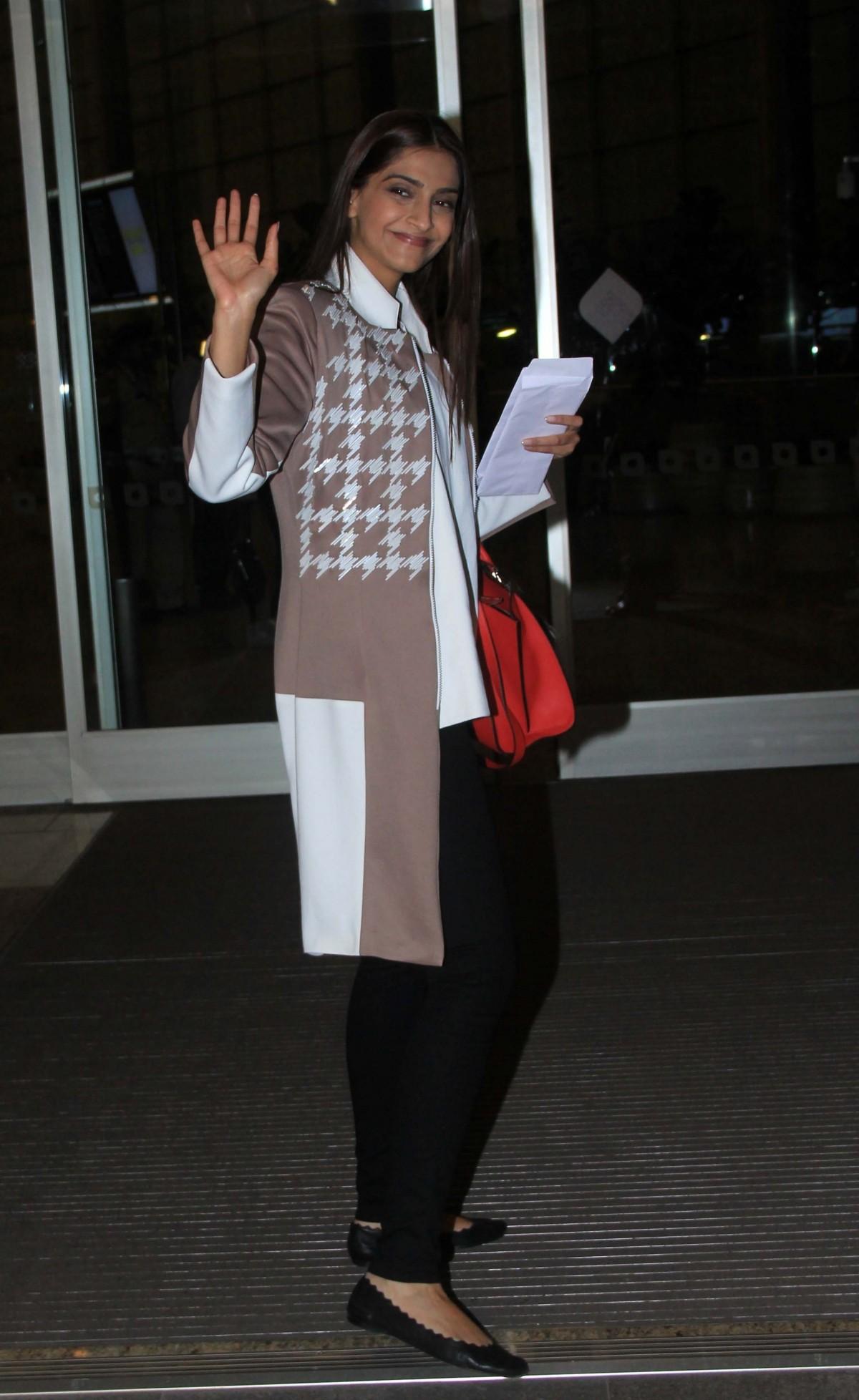Aishwarya Rai Bachchan, Sonam Kapoor Leaves For Cannes