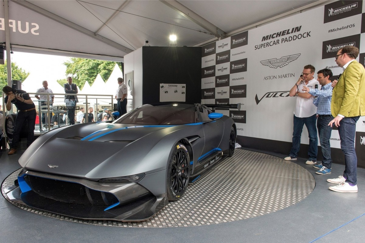 Aston Martin Vulcan 2016: Everything You Need To Know About The Upcoming Carbon Fiber Machine