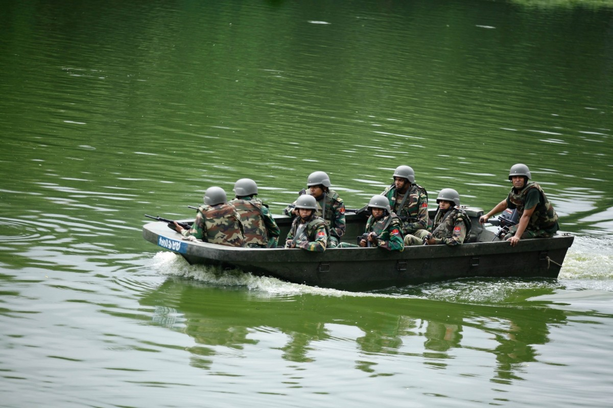 Army soldiers patrol in a boat on a lake near the Holey Artisan restaurant after Islamist militants attacked the upscale cafe in Dhaka, Bangladesh, July 2, 2016.