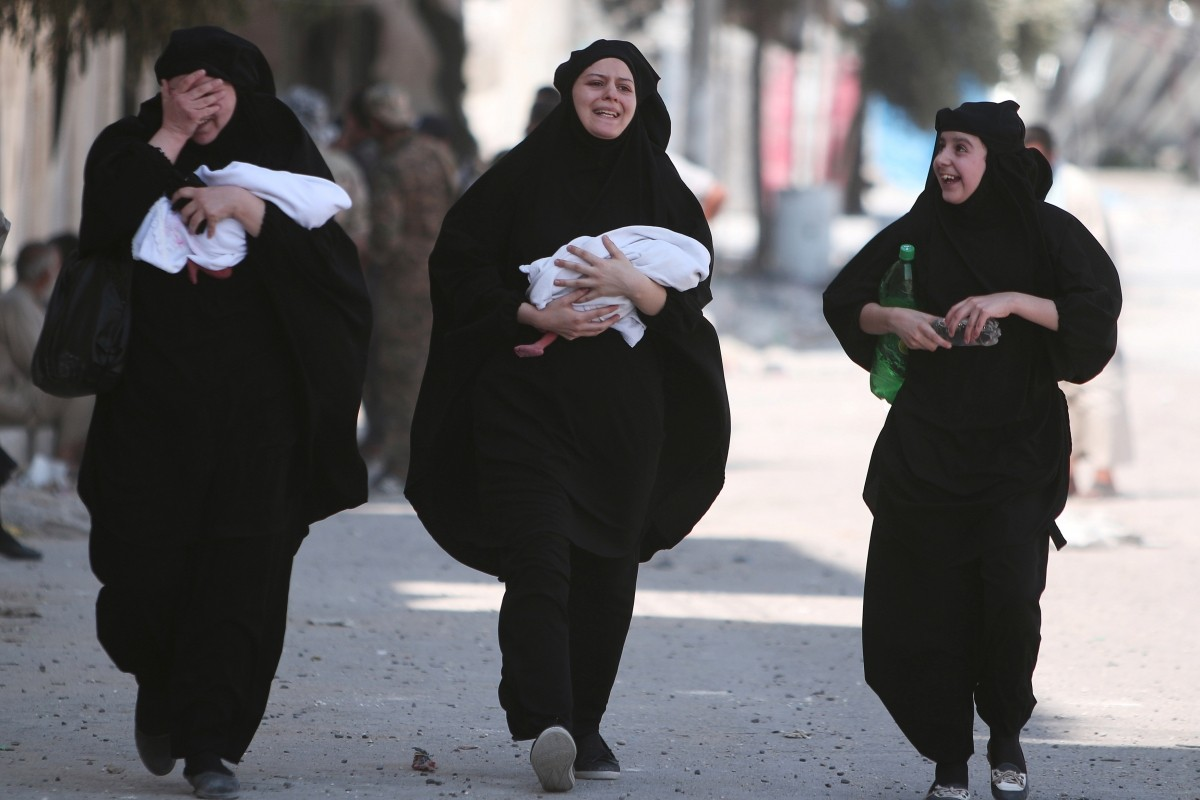 Women carry newborn babies while reacting after they were evacuated by the Syria Democratic Forces (SDF) fighters from an Islamic State-controlled neighbourhood of Manbij, in Aleppo Governorate, Syria, August 12, 2016. The SDF has said Islamic State was using civilians as human shields.