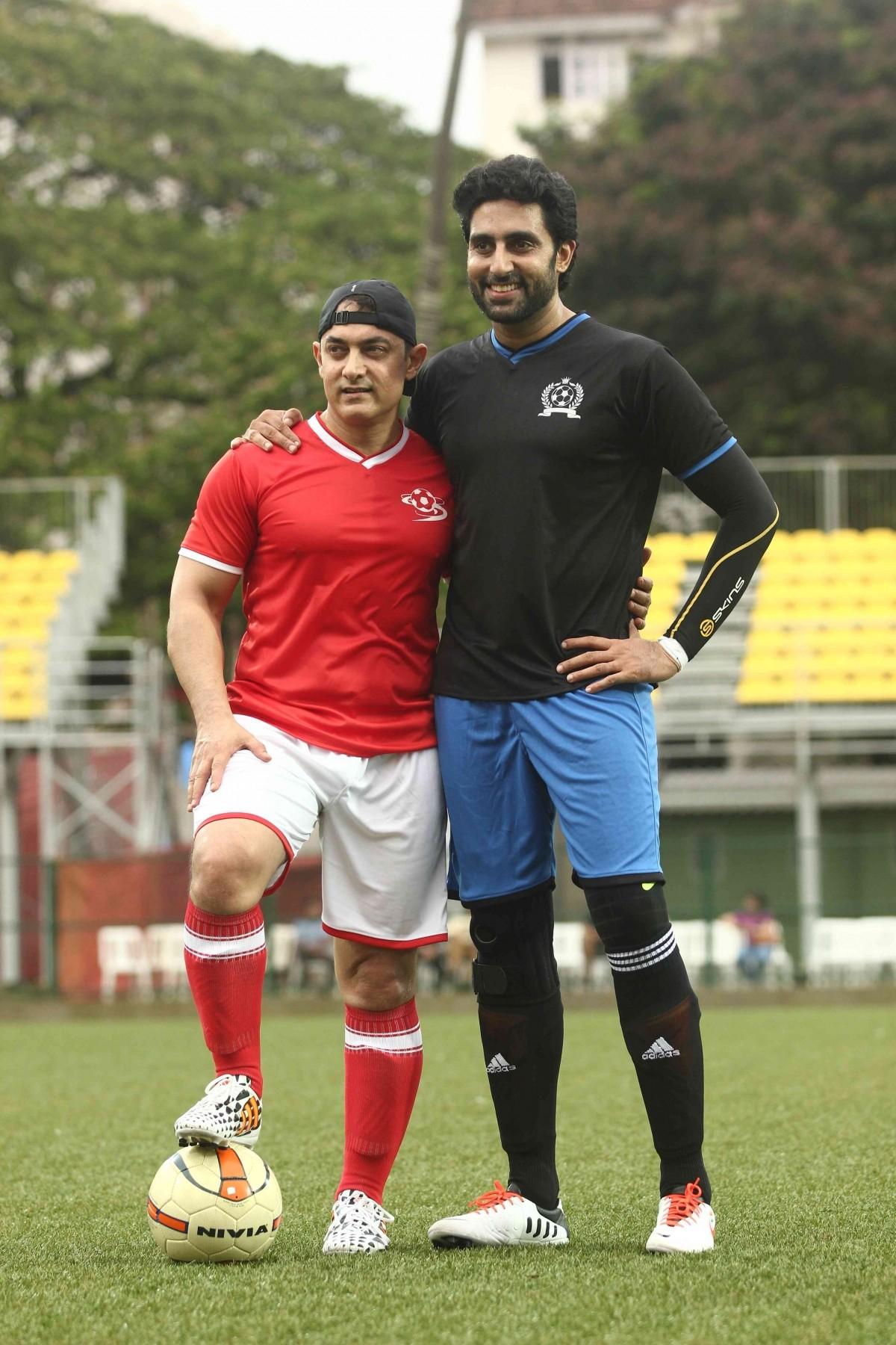 The captains, Aamir Khan and Abhishek Bachchan