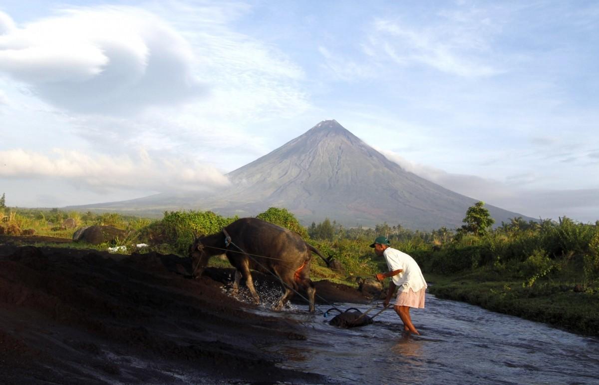 Mayon Volcano eruption alert