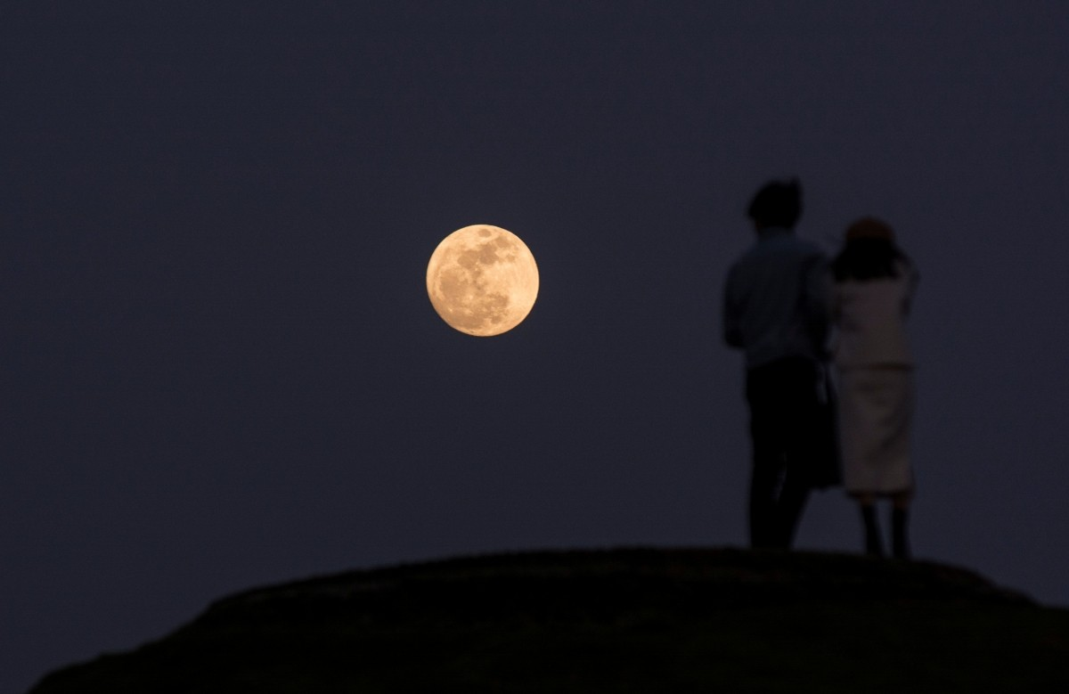 Wolf moon 2018: Spectacular photos show first supermoon of ...
