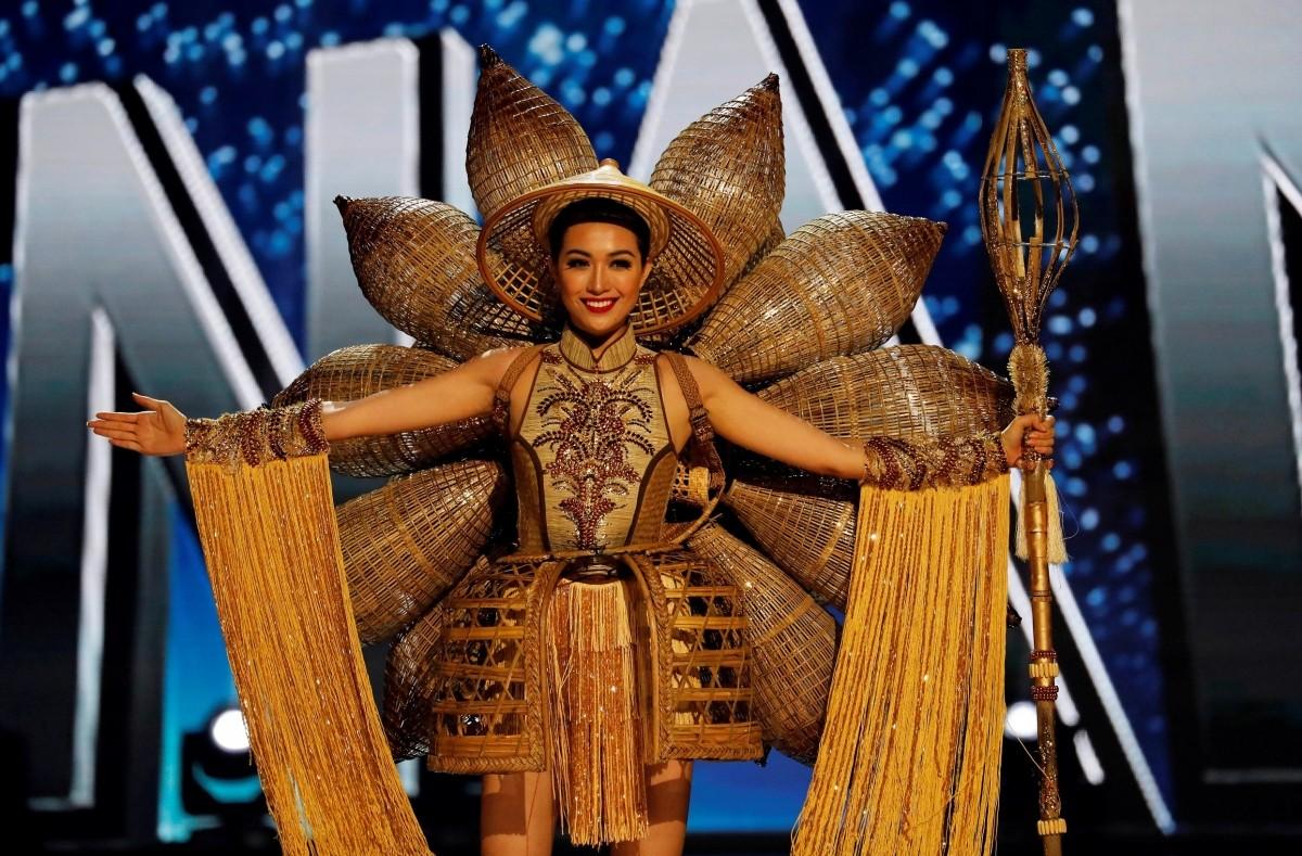 """Vaizdo rezultatas pagal užklausą """"miss universe national costume"""""""
