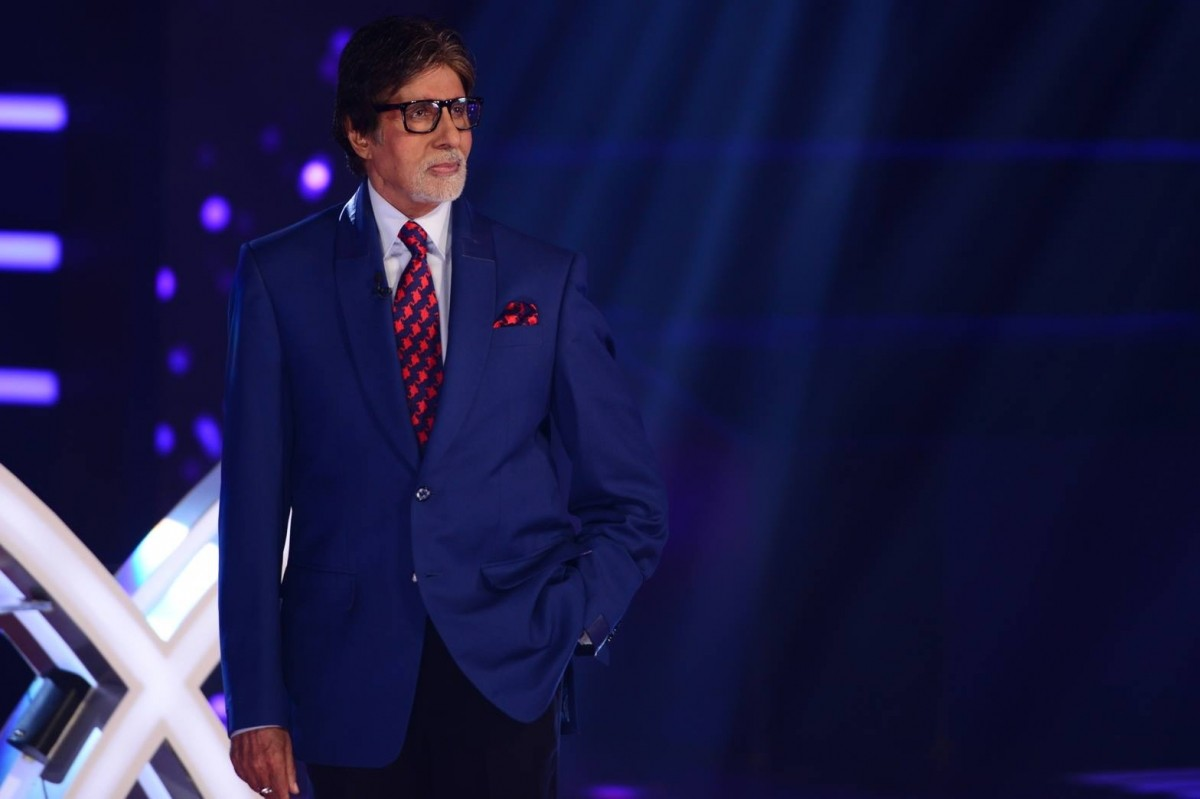 Amitabh Bachchan poses for the camera on the sets of 'KBC 8'