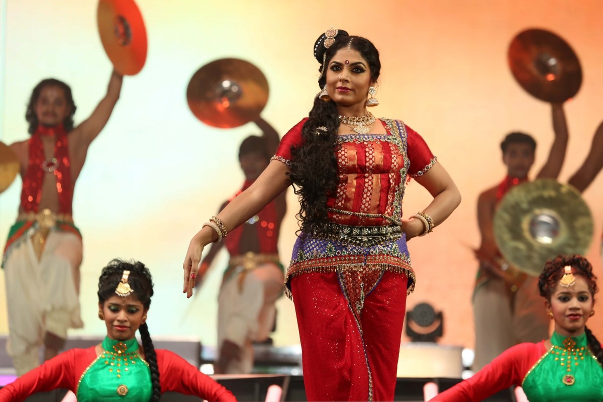Asha Sharath performing at filmfare awards