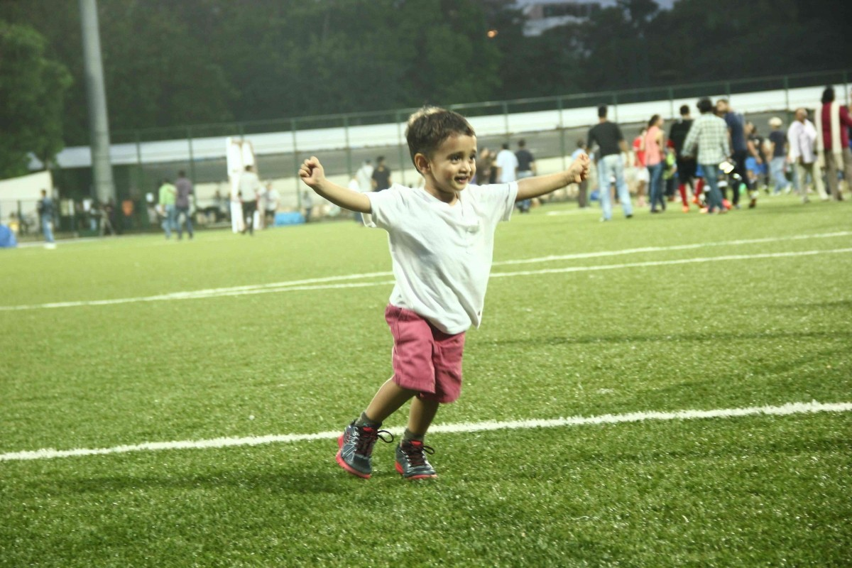 Toddler Azad Rao Khan spotted enjoying the match
