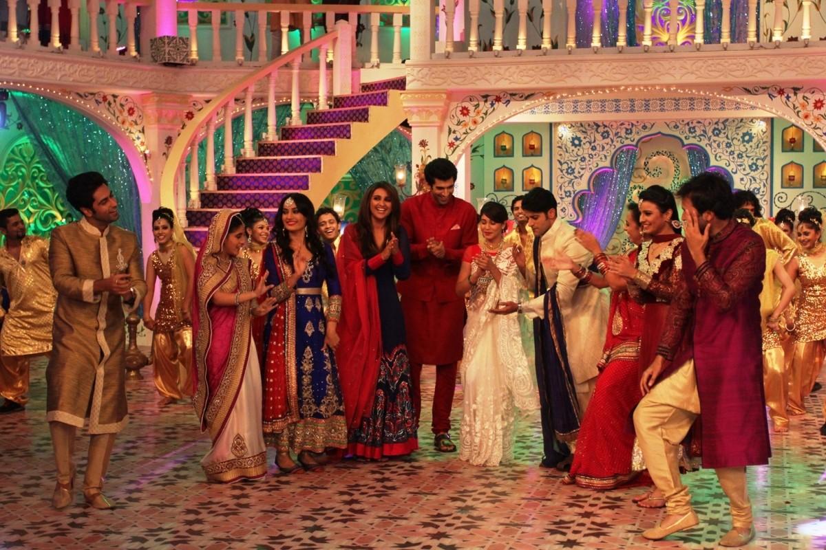 Parineeti Chopra and Aditya Roy Kapoor shake a leg with Zee TV artists on the sets of