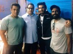 Ramesh Taurani shared image by tweeting: @RanveerOfficial visits the set of Race bringing with him a riot of laughter always @BeingSalmanKhan @remodsouza @tipsofficial #FriendsOfRace #Race3 #Eid2018