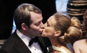 Matthew Broderick and wife Sarah Jessica Parker kissing.