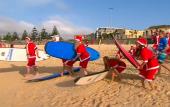 Australia: Surfing Santas set world record