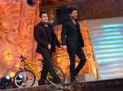 Salman and Shahrukh Khan's Jodi as hosts for the evening had left the audience in splits with their comic timing.