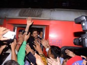 King Khan is always known to have unique and elaborate promotions for his films. This time, for his much awaited 'Raees' he has gone a step ahead with a quirky, never-done-before act.  SRK will be seen boarding a train from Mumbai Central and heading to his hometown Delhi. Breaking the norm, Shah Rukh will be seen getting in touch with his earthiness, much like his character as 'Raees,' where he is connected to his roots.