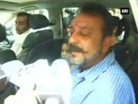 Sanjay Dutt leaves for Yerwada jail as his 14 day furlough ends