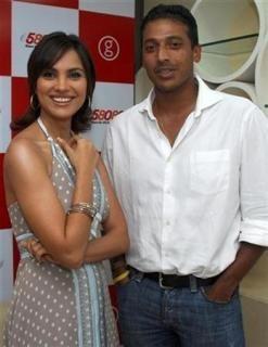 Lara Dutta (L) and Mahesh Bhupathi