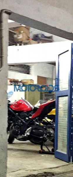 Yamaha R25 Spotted At a Dealership, Could Be Launched in India [PHOTOS]