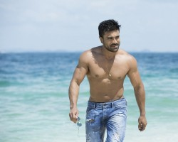 Photos of South Indian Actor Ram Charan flaunts Six Pack abs in Dhruva movie.