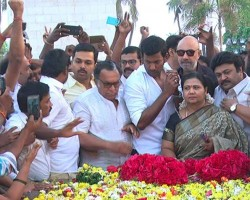 South Indian celebs like Vishal, Nassar, Sathyaraj, Prabhu, Karthi and other Nadigar Sangam members pay respect to MGR memorial at Marina beach.
