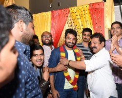 The Telugu community in Chicago extended a warm reception to actor Nandamuri Kalyan Ram, who was in the city for a holiday. The actor visited Chicago along with his family after almost a decade. Young fans and students turned up in big numbers to cheer the actor enthusiastically.