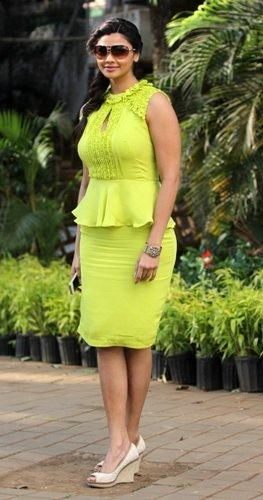 Daisy Shah at Mid Day trophy race event