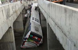 Andhra Pradesh accident: 11 killed, several injured after bus falls into canal in Krishna district At least 11 persons were killed and 30 injured when a private bus fell off a bridge into a canal in Krishna district of Andhra Pradesh early Tuesday, officials said.