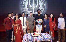 actor-allu-arjun-anu-emmanuel-celebrate-vakkantham-vamshi-birthday-naa-peru-surya-naa-illu-india