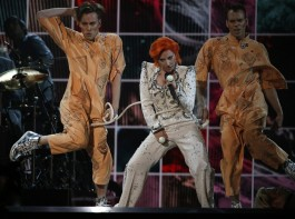 Singer Lady Gaga remembered late singer David Bowie with a sprawling tribute, while performing a medley of his hit songs at the 58th annual Grammy Awards.
