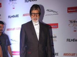 Photos of Amitabh Bachchan at Filmfare Glamour & Style Awards 2016.
