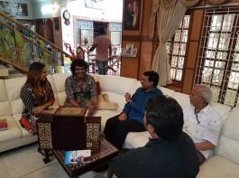 Gali Janardhan Reddy invites Upendra and Priyanka for his daughter's wedding.