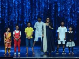 Photos of Bollywood actress Vidya Balan promotes Kahaani 2 on the sets of Super Dancer.