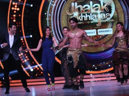 Week-after-week Jhalak Dikhhla Jaa contestant Salman Yussuf Khan has impressed judges and audiences alike with his superlative and awe-inspiring acts. This week was no different as Salman floored every one with his belly dancing moves whilst performing to 'Afghan Jalebi'. Among the many present for Salman's stupendous performance was Alia Bhatt who was the special guest for the evening.