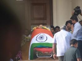 Jayalalithaa death: Vijay pays his last respect to Chief Minister Amma.
