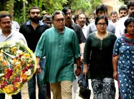 Celebs like Vishal, Nasser, Kovai Sarala and others pay last respect to Cho Ramaswamy.