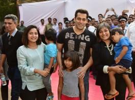 Bollywood actor Salman Khan at Parle Agro along with Nadia Chauhan and Schauna Chauhan.