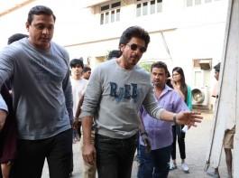 Photos of Bollywood actor Shah Rukh Khan promotes Raees at Mehboob Studio in Bandra.