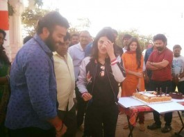 South Indian actress Shruti Haasan celebrates her birthday on Katamarayudu movie sets.