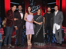 Bollywood actors Shahid Kapoor and Kangana Ranaut along with singers Shaan, Benny Dayal, Neeti Mohan and music composer Salim Merchant on the sets of &TV's singing reality show The Voice India season 2 to promote their film Rangoon in Mumbai.