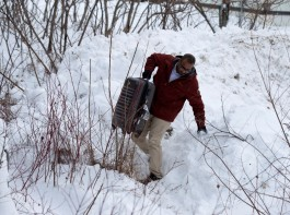 A man from Yemen crosses the U.S.-Canada border into Hemmingford, Quebec, Canada February 14, 2017. Refugees in the United States fearing a worsening climate of xenophobia in the wake of a divisive U.S. presidential campaign are flocking to Canada in growing numbers.