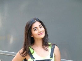 Bollywood actress Pooja Hegde spotted at Mehboob Studio.
