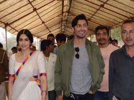 Team Commando 2, comprising of Producer Viupl Shah, Director Deven Bhojwani and the lead cast, Vidyut Jammwal and Adah Sharma visited Varanasi to kickstart the promotions of the film. The team was of the opinion to commence promotions by seeking blessings of Lord Hanuman, who is touted as the Original 'commando' in Indian mythology.