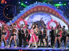 Lights, Camera, Action… and there was much more at the biggest awards night of the year, Zee Cine Awards 2017. The evening witnessed the perfect cocktail of glitz and glamour with the crème de la crème of Bollywood coming together to celebrate the best of Hindi cinema.