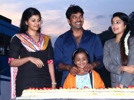 South Indian actor Jai celebrates his birthday on Balloon shooting spot with actress Anjali, Janani Iyer and Sinish.