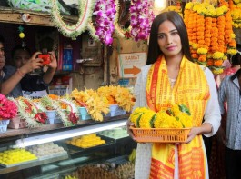 Bollywood actress Poonam Pandey visits Siddhivinayak temple in Mumbai on May 19, 2017.