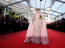 Bollywood actress Sonam Kapoor sported a Cher-inspired psychedelic look for her appearance at the Cannes Film Festival here on the occasion of the singing sensation's birthday. The