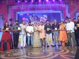 Telugu movie Rarandoi Veduka Chuddam audio launch event held in Hyderabad. Celebs like Naga Chaitanya, Rakul Preet Singh, Akkineni Nagarjuna and others graced the event.
