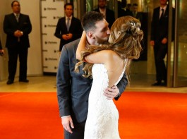 Lionel Messi and Antonela Rocuzzo kiss on the red carpet during Lionel Messi and Antonela Rocuzzo's Wedding at City Center Hotel on June 30, 2017 in Rosario, Argentina.