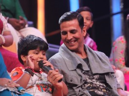 Actor Akshay Kumar promotes Toilet: Ek Prem Katha on SaReGaMaPa Little Champs sets, in Mumbai.
