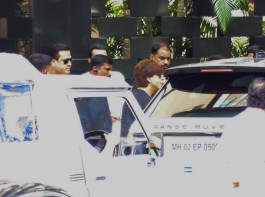 Shah Rukh Khan spotted at Trident Hotel in Mumbai on September 21, 2017.