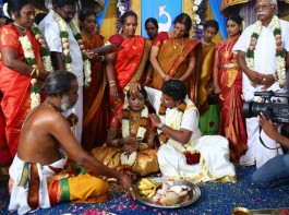 Tamil director Nalan Kumarasamy ties know with Saranya at Vasavi Mahal, Trichy. Celebs like R Parthiban, Vijay Sethupathi, Samuthirakani, Shanthanu and others graced the event.