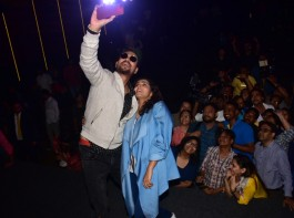 Irrfan Khan and Parvathy visited a suburban theater to garner first-hand audience reactions. The Qarib Qarib Singlle pair not only visited the cinema hall but also took time to interact with the audience who expressed their awe for the performances of the duo.